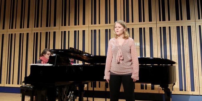 Claire Ward in a previous Samling Academy rehearsal at Sage Gateshead. Photo ©:Mark Pinder